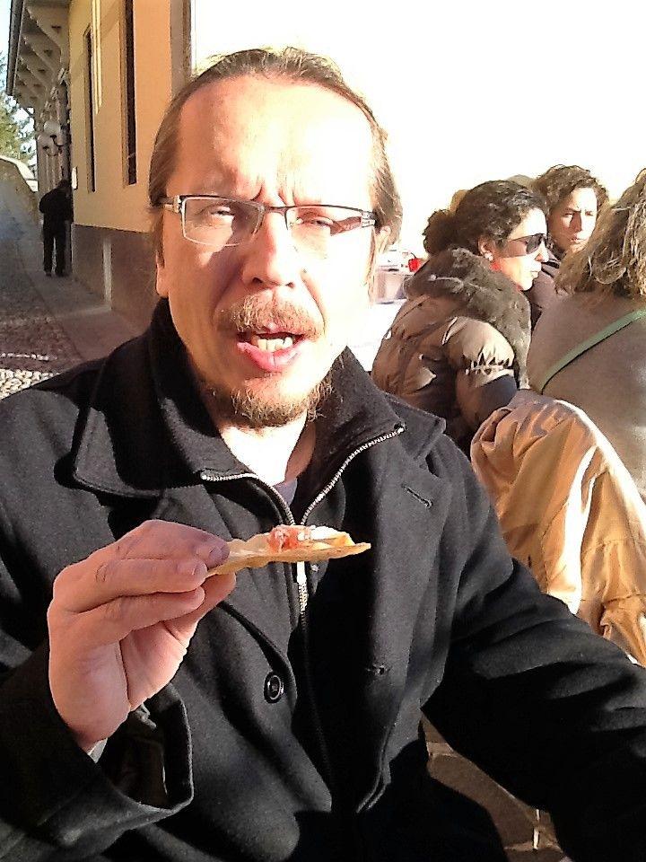 Italiassa, Bergamossa korkean vuoren päällä kävimme vanhan kaupungin alueella syömässä aamiaista. Leipä oli hyvää!