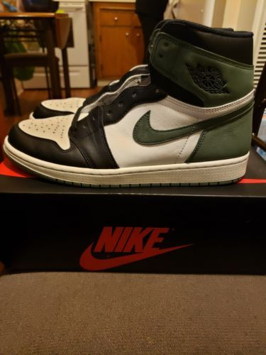 353084391e0a Air Jordan 1 Clay Green Size 11 (DS-USED)