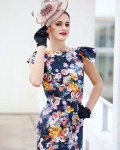 NYHED: kjole med vingeærme NEW STYLE i homemadekollektionen. Kjole i klassisk jackie snit med et sød lille vingeærme. Sy den uden ærme hvis du hellere vil have en helt enkel kjole. - stof2000.dk
