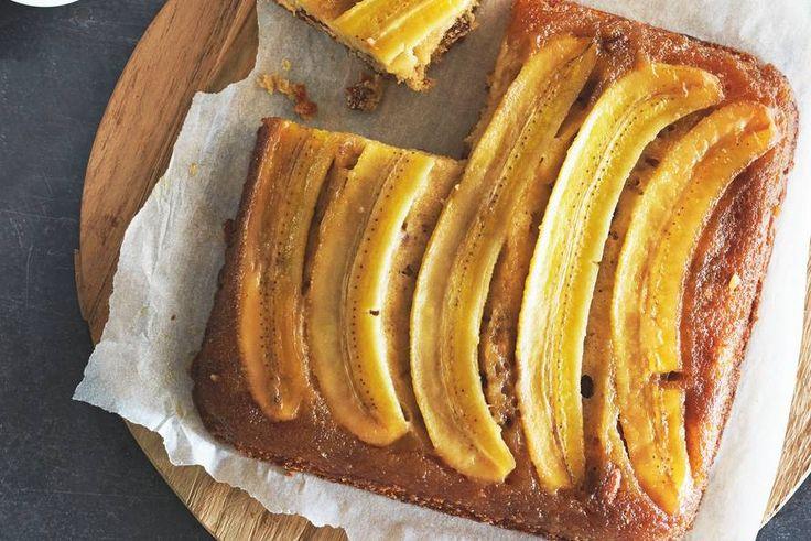Je bakt 'm andersom, zodat het korstje lekker krokant wordt. Met kardemom en pecannoten - Recept - Allerhande
