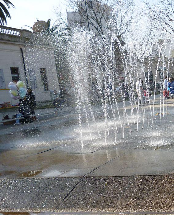 Fuente en la Plaza Malvinas Argentinas, Ciudad de La Plata