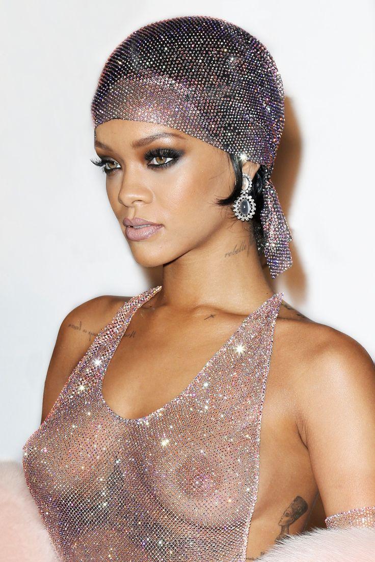 Rihanna Nude Boobs 15