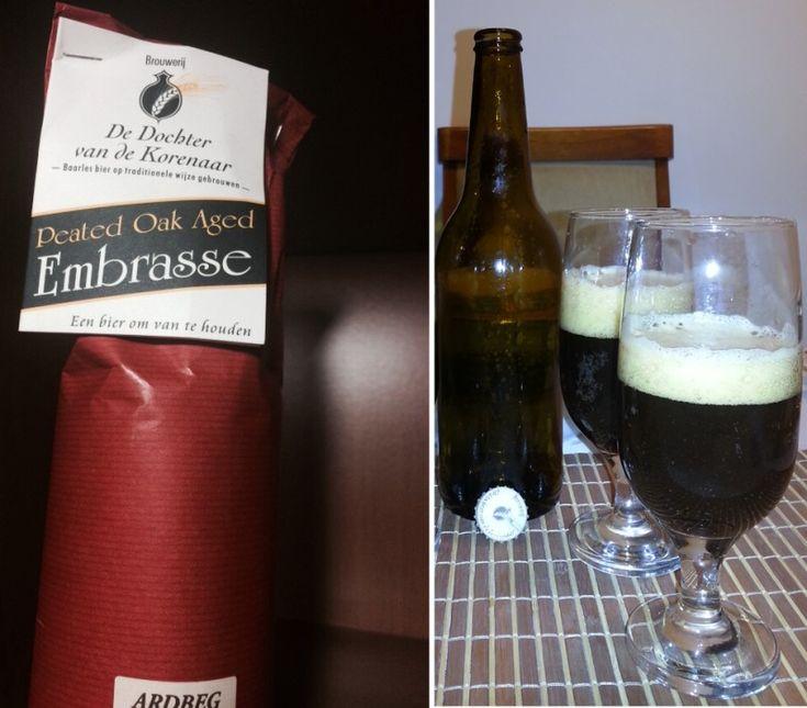 Cerveja Embrasse Peated Oak Aged Ardbeg, estilo Belgian Dark Strong Ale, produzida por De Dochter van de Korenaar, Bélgica. 10% ABV de álcool.
