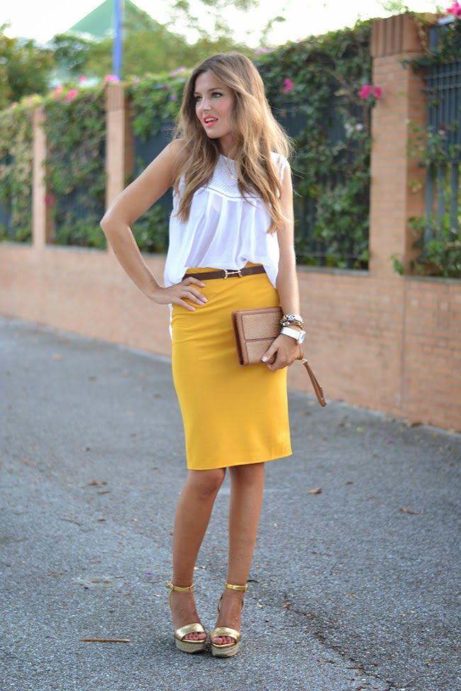 falda en amarillo - mostaza & blusa en blanco - complementos en marron - camel