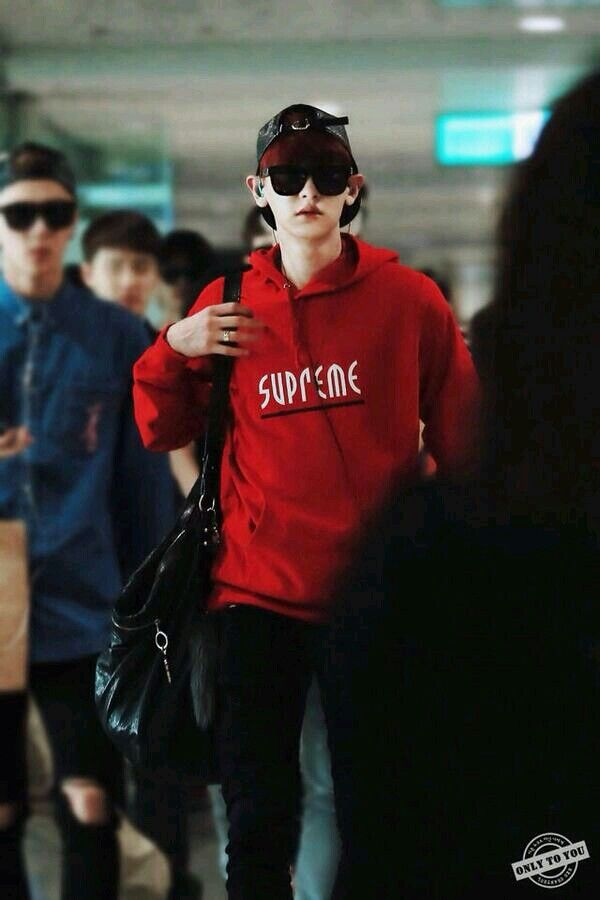 EXO Chanyeol street fashion. Wearing Supreme red hoodie