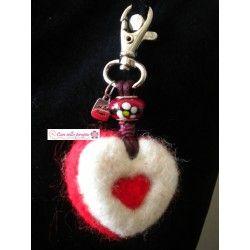 Corazón de fieltro rojo