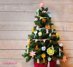 Haken voor Kerst? Ga spetterend de feestdagen in met je zelfgemaakte kerstversiering. Bekijk hier de gratis patronen naar ontwerp van Saskia Laan...
