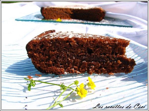 GATEAU AU CHOCOLAT A LA POELE : Préparation: 15mn  Cuisson: 15mn à la poêle  Pour une poêle de 24cm de diamètre     Ingrédients:  -175g de chocolat dessert  -50g de beurre demi-sel  -3 oeufs  -125g de farine  -1cc de levure chimique  -70g de poudre damande  -150g de sucre  -10ml de lait