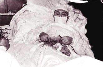 http://rarehistoricalphotos.com/leonid-rogozov-appendix-1961/