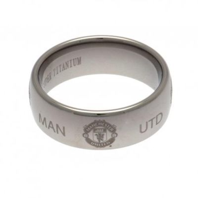 Contemporary super titanium large Manchester United ring. Scratch-resistant ring featuring the club crest and the words 'Glory Glory Man Utd'. FREE DELIVERY