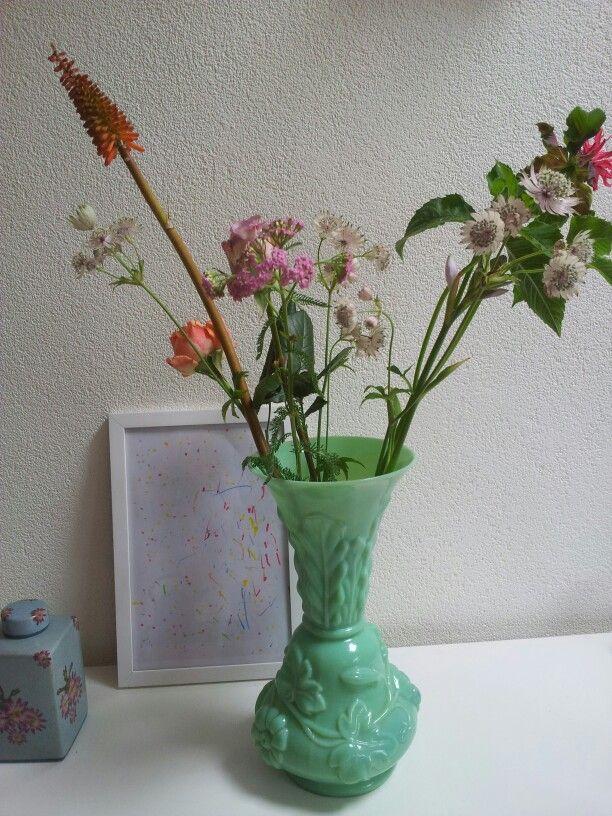 Mooie oude vaas van geperst glas