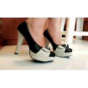 heels hitam cream