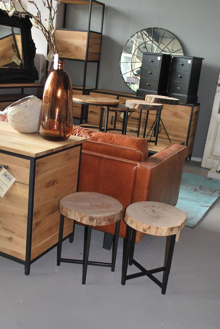 Prachtige houten bijzettafels voor maar 66,- euro!  #landelijk #interieur #interior #cute #wood #cabin #orange #livingroom