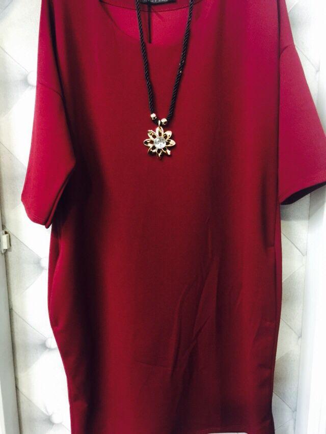 Vestido recto suelto  Disponible en burdeos , negro , marino y camel .