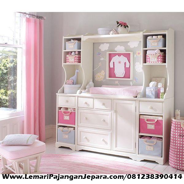 Jual Lemari Pakaian Anak & Bayi Minimalis Cat Putih Duco merupakan Produk Mebel Jepara model Minimalis dengan kelengkapan terdapat laci tempat pakaian anak