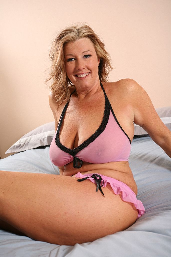 "oaklyn mature women dating site In our olderwomendating review we will see if olderwomendatingcom is legit or a total scam as you will see in our best cougar dating site review, if your goal is to meet older women than this site is not your best option the slogan of olderwomandatingcom is ""being a cougar is being a queen"" and that just might be true on olderwomendating."