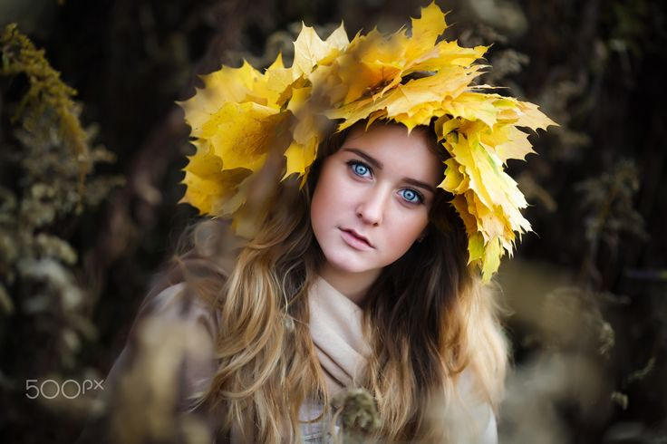 Beauty in fall - Portrait of a young girl in fall