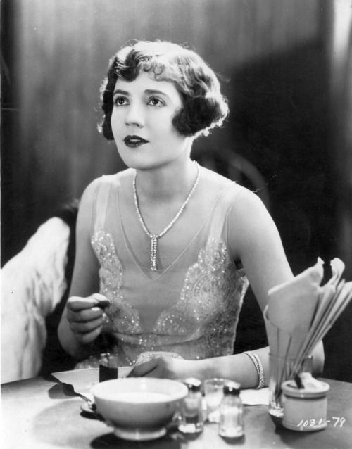 whataboutbobbed: Lois Wilson gets table service in 1927′s...