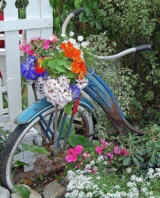 Bakset of flowersGardens Ideas, Vintage Bikes, Blue, Gardens Paths, Flower Baskets, Flower Pots, Vintage Bicycles, Gardens Art, Old Bikes