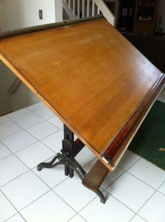 Reminds me of the drawing table my dad had when i was a child hope to