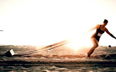 Viajamos al pasado150,000 años, Era Paleolítica.Homo sapiens:cazadores, recolectores. Herramientas de piedra. Frío, tormentas. Cazar, huir. Un único objetivo: moverse para sobrevivir.La supervivencia del más fitVarios estudios demuestran que antiguas poblaciones recorrían entre 12 y 13kms diarios caminando, más de 2 - 3kms de sprints cuando tenían que cazar, y luego...