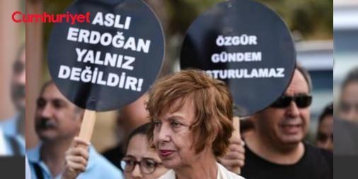 Tutuklu kadın yazarlar için özgürlük nöbeti: Barış İçin Kadın Girişimi üyeleri Bakırköy Kadın Kapalı Cezaevi önünde saat 16.00'da tutuklu bulunan kapatılan Özgür Gündem Gazetesi Yayın Danışma Kurulu üyeleri ve yazarları Aslı Erdoğan ile Necmiye Alpay için toplandı.