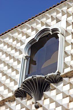 Window detal - Casa dos Bicos - Lisbon, Portugal
