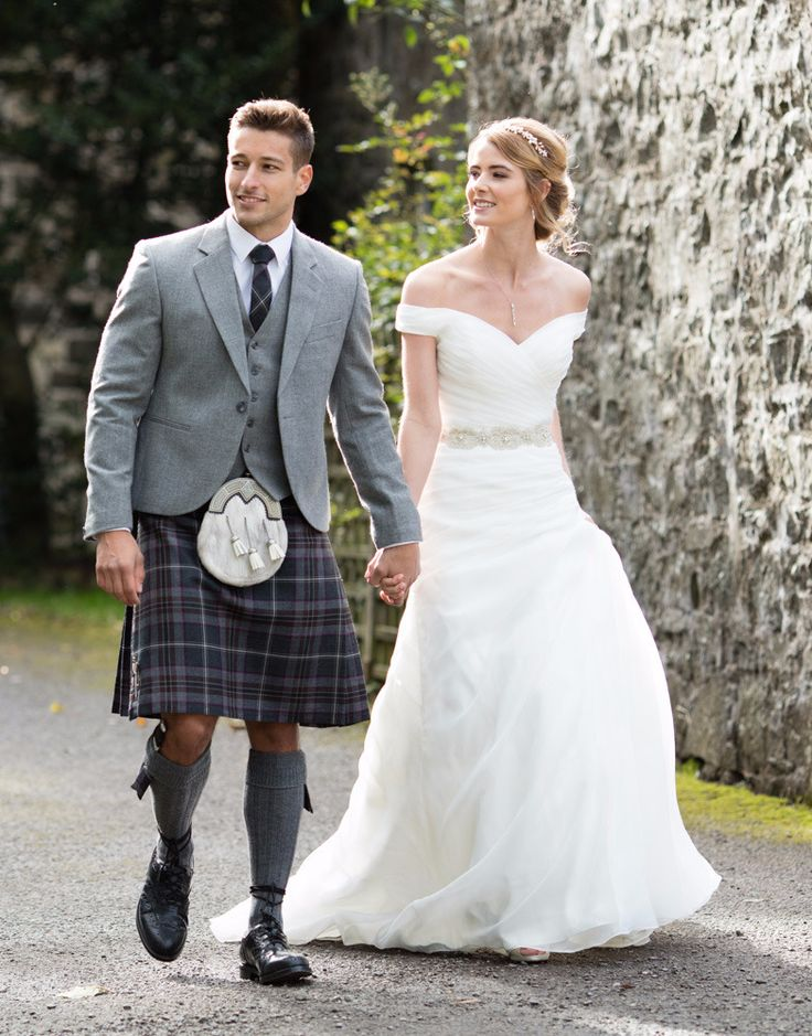 The Lomond Mist kilt outfit is perfect for the modern groom, the light grey of the tweed jacket compliments the whites and ivories of classic wedding gowns.
