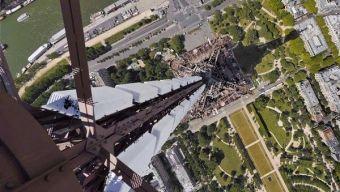 Prise de vue vertigineuse sur la Tour Eiffel