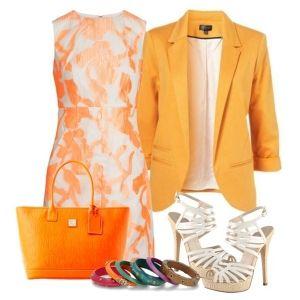 С чем носить белые босоножки: платье с оранжевым принтом, оранжевый пиджак и сумка