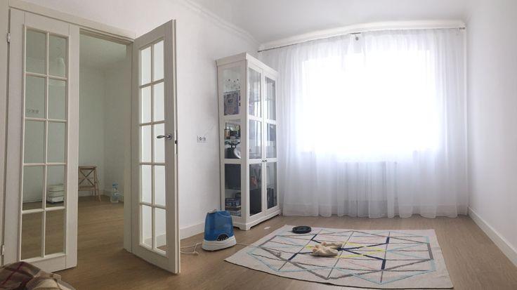 Шкаф витрина распашные двери