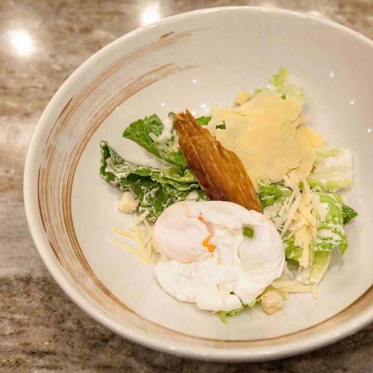 ซซารสลดของโปรด ทนใสไขลวกมาดวย พรอมพารมาแฮมกรอบ  Cearsar salad with crispy parma ham  and poched egg