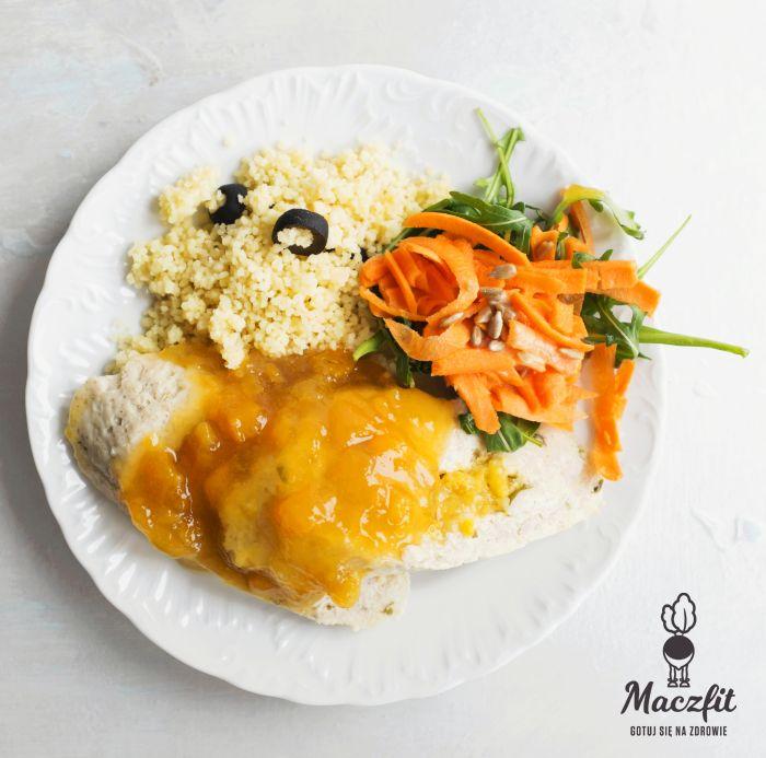 Rolada drobiowa z morelami + kuskus z oliwkami - idealna propozycja na obiad! #dinner #kuskus #oliwki #salad #morele #zdrowy #pomysł #fit #inspiracja #jedzenie #lunchbox #catering #maczfit