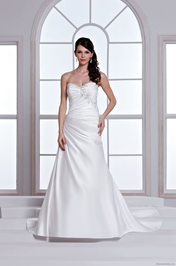 53 best Gorgeous Gowns images on Pinterest   Short wedding gowns ...