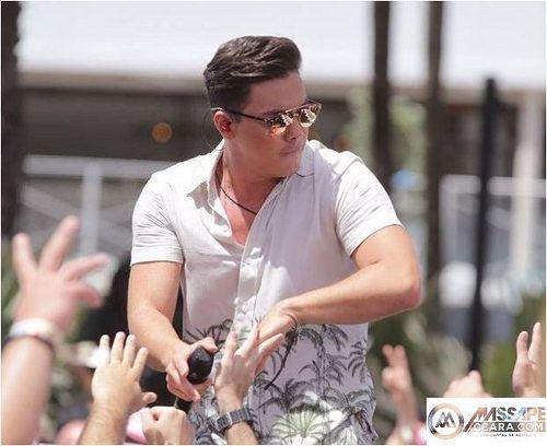Wesley Safadão muda o visual e aparece de cabelo curto em show em Miami: ift.tt/2pkmUXq