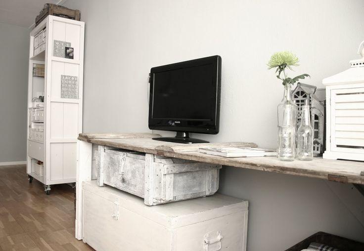 Ruwe plank als bureau.