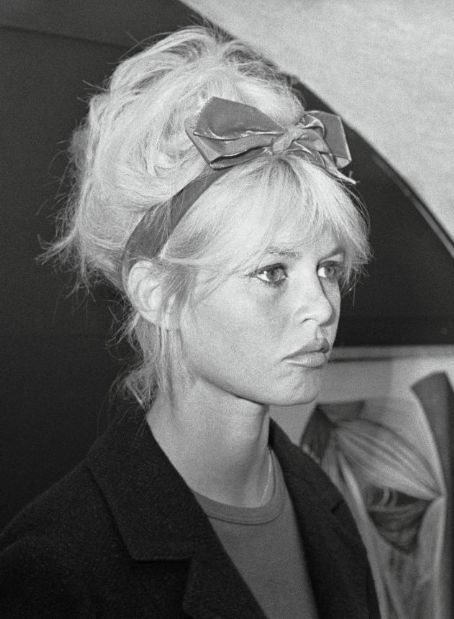 Brigitte Bardot's hair style idea. Bow headband with loose, tousled, curly updo.