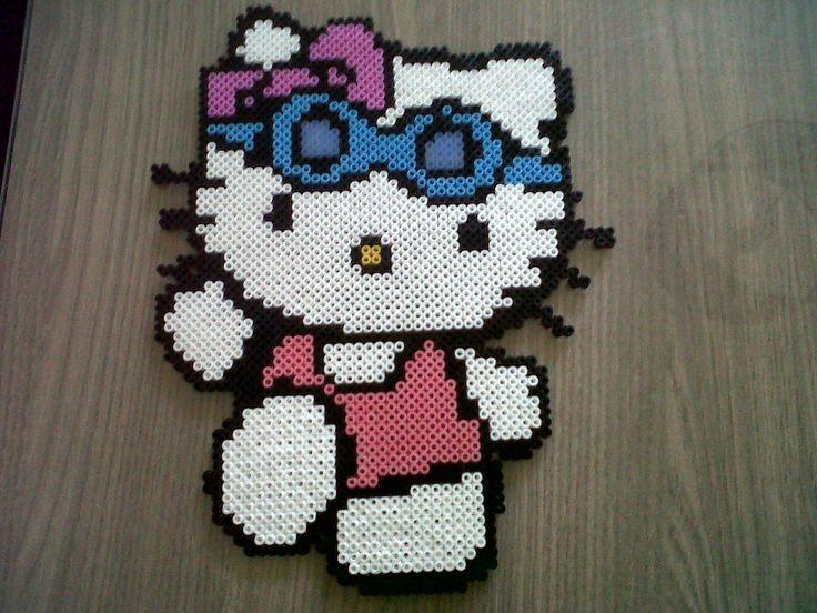 Hello Kitty a la plage , fait en 3 heures et avec 6 plaques hama beads by rose-pink