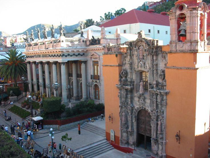 Guanajuato: Teatro Juarez, left; Templo de San Diego, right