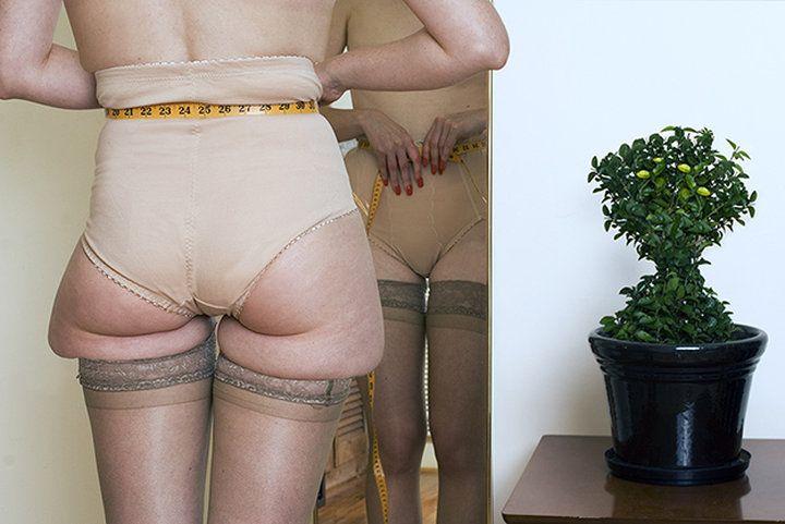 Уникальный фотопроект помогает критически посмотреть на стандарты современной салонной красоты, и жертвы, на которые идут женщины.   