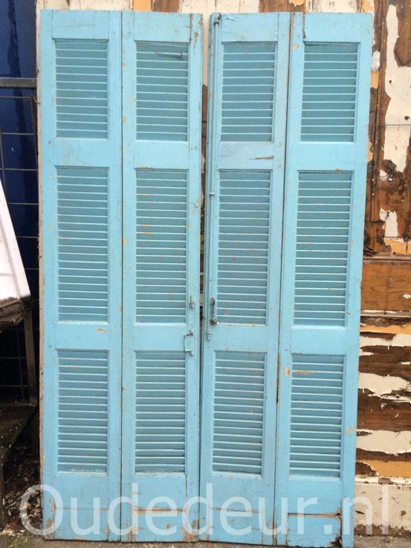 nr. L150 vier oude blauwe louvre luiken