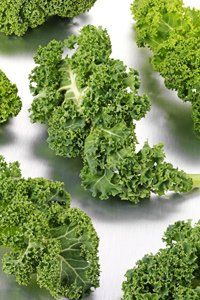 Eat lots of leafy green vegetables, including kale. As well as containing lots of water, they're also a good source of B vitamins, which discourage bloating.