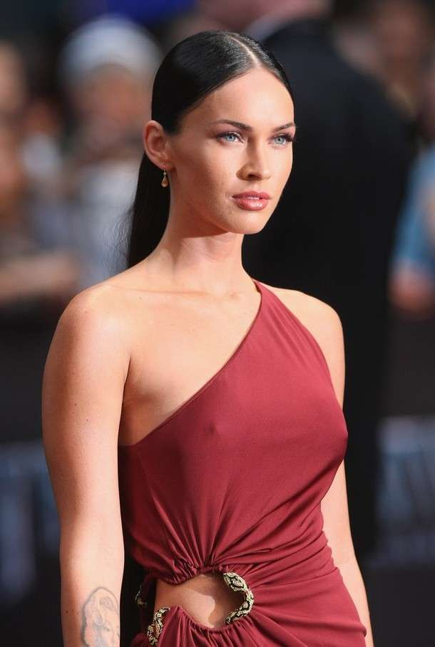 Unbelievably High Slits - Hollywood starlet Megan Fox turned heads at the premiere of her new movie 'Transformers: Revenge Of The Fallen' in Berlin, Germany this...