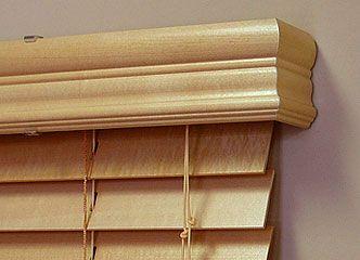 Горизонтальные деревянные жалюзи – это деревянные жалюзи с горизонтальным расположением тонких пластинок (ламели), в то время как вертикальные деревянные жалюзи имеют ламели вертикальные. Ширина ламелей у таких жалюзи бывает 25 мм и 50 мм. Горизонтальные деревянные жалюзи это первый вид жалюзи, появившийся на свете. В Египте, ещё во времена фараонов,  материалом для изготовления прототипом современных деревянных горизонтальных …  ВСЯ СТАТЬЯ НА САЙТЕ http://shtora-dizain.ru
