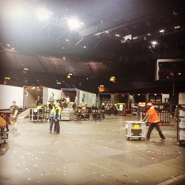 #stagehand #trucks #loading #end #show #band #sound #case #nightwork #arbeit #teilzeitarbeit #instamusic #instamood #instagram #schweiz #