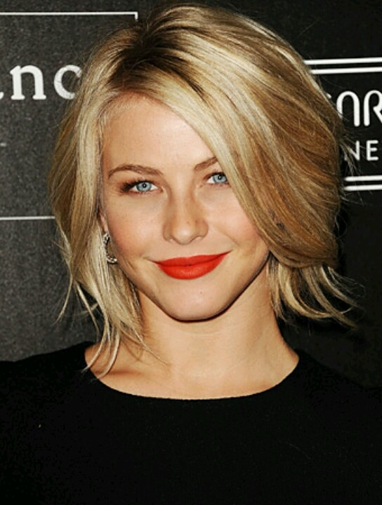 Julianne Hough's short hair. she reminds me of a young Meg Ryan, my fav actress ... if I ever get brave enough to cut my hair... :)