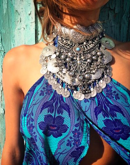 .<3 that oriental necklace is a must !!