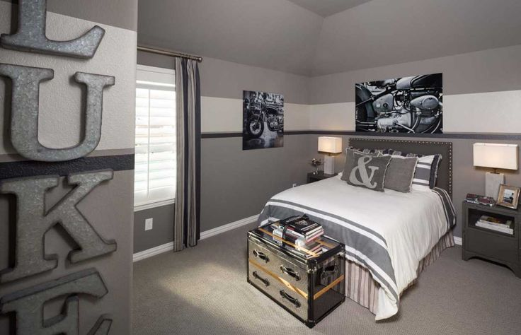 A slightly more grown-up take on a football themed room. Mustang Lakes 60s // Celina, TX // Highland Homes // Plan 242
