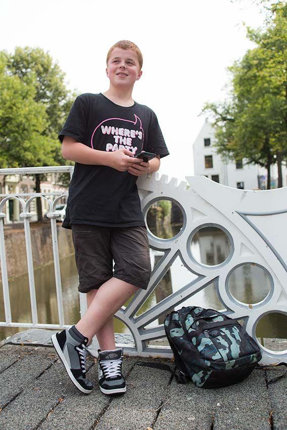 Mode fotoshoot voor tieners buiten in Gouda.