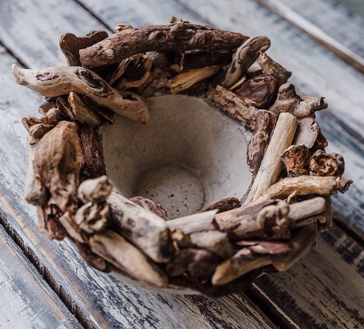 Вазочка? Тарелка для фруктов? Кашпо для цветов? Все, что угодно  Изделия из бетона теперь по хэштегу #lumberjack_beton  Скоро будет много красоты! #бетон #дерево #деревянныйдекор #декориздерева #декоризбетона #driftwood #beton #homedecor #homemade #handmade #цемент #прокатдекора #декордлядома #краснодар